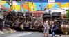 Caminhão-taque tomba e atinge três casas em SP