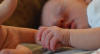 Saúde do bebê: compartilhar cama aumenta risco de morte súbita