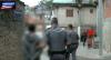 """Homem flagrado com pacote de drogas nega tráfico: """"Não é meu"""""""