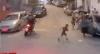 Motoqueiro causa acidente e quase atropela criança durante fuga