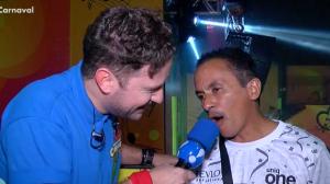"""Dono do hit """"Caneta Azul"""", Manoel Gomes cai na folia em SP"""