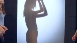 Gata esbanja sensualidade no striptease