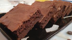 Convidado de Edu Guedes faz brownie e bolo de cacau com coco