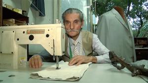 Sapateiro e alfaiates do RJ desafiam a moda dos produtos feitos em série