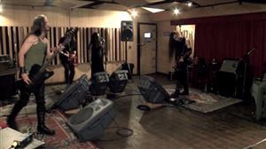 Vocalista israelense de banda gótica utiliza ritmos afro-brasileiros