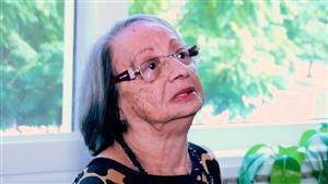 Idosa chora ao lembrar do filho que morreu há cinco meses