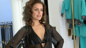 Paloma Bernardi entrega que já beijou ator famoso com bafo: