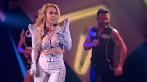 Joelma bate cabelo e mostra animação ao cantar o hit 'Voando Pro Pará'