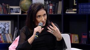 Mariana Godoy entrevista a cantora Zizi Possi - Íntegra