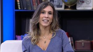 Sarah Oliveira conta histórias ocultas por trás de músicas famosas