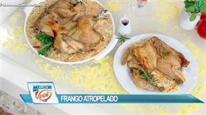 Edu Guedes faz receita de frango atropelado com Sidney Oliveira