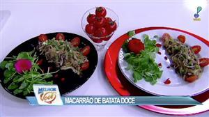 Edu Guedes e convidada fazem receita de macarrão de batata doce