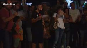 """Mulher canta """"Imagine"""" em homenagem às vítimas de Barcelona"""