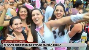 Blocos arrastam multidão no pós-carnaval em SP