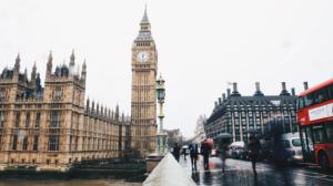 Distanciamento social passa a ser opcional no Reino Unido, diz jornalista
