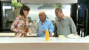 Dupla mostra dotes culin�rio e d� dicas para a tradicional tapioca