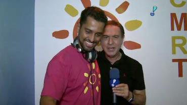 DJ anima o camarote de Cura�ao na Sapuca�
