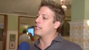 F�bio Porchat comenta namoro com produtora: 'est� tudo tranquilo'