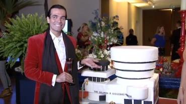 Fabio Arruda ganha bolo em forma de museu no anivers�rio