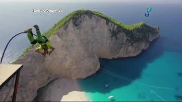 Saltos de penhascos gregos d�o origem a v�deo impressionante