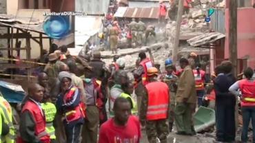 Beb� � resgatado no Qu�nia ap�s ficar 80 horas debaixo de escombros