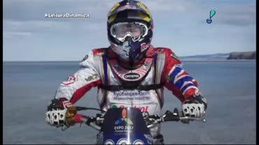 Piloto russo encara desafio de moto em lago congelado