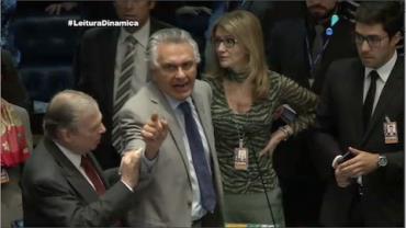 Segundo dia de julgamento de Dilma Rousseff tem Senado com cara de