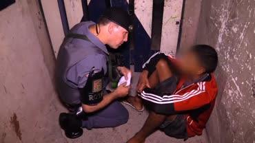 Rota procura drogas na casa de menor evadido da Funda��o Casa
