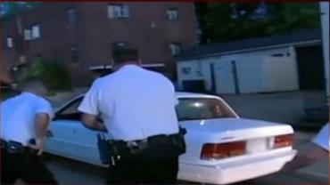 V�deos Policiais: homem sob efeito de drogas foge da pol�cia