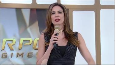 Adriane Galisteu recebe homenagem do SuperPop