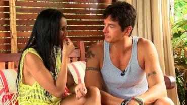 Bachelor convida Syllvia para 'aventura' em parque