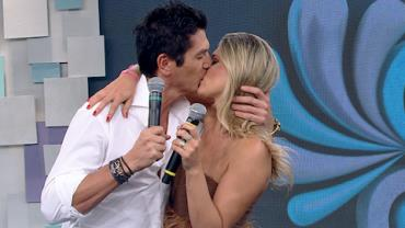 Casal do 'The Bachelor' prova que romance vai al�m do reality