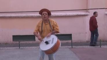 Pedestres se irritam com m�sica de artista de rua