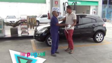 Frentista maluco vende 'ducha' e acaba apanhando de motorista