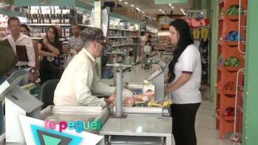 Idoso no caixa de supermercado causa a maior confus�o