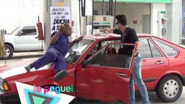 Ducha fajuta enfurece motoristas em posto de gasolina