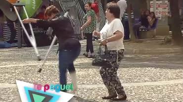 Mulher com perna quebrada dan�a 'por milagre'