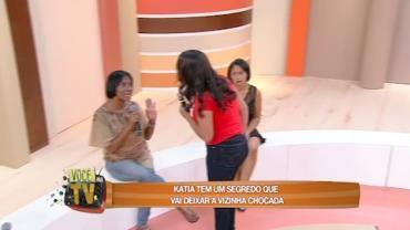 K�tia vai deixar a vizinha chocada com revela��o de segredo (5)