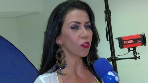 Taccto explica falta de namorado: 'N�o d� tempo de fazer depila��o'