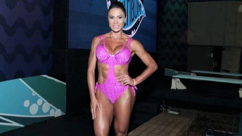 Gracyanne Barbosa sofre acidente em programa na TV