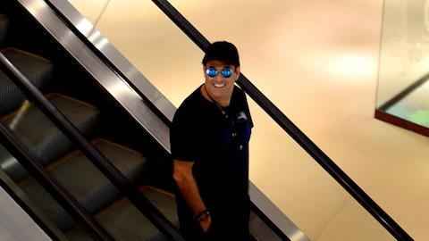 Serginho Mallandro � visto ap�s 'pegar' ex-BBB ruiva