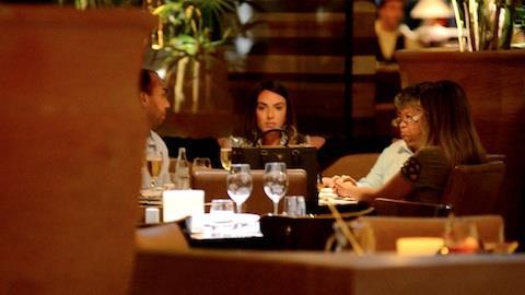 Nicole Bahls almo�a com Marlene Mattos no Rio de Janeiro