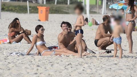 Sophie Charlotte e Daniel Oliveira afastam boatos de crise com beija�o