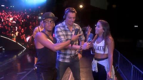 Anitta mostra barriga trincada e d� 'palhinha' em show com Nego do Borel