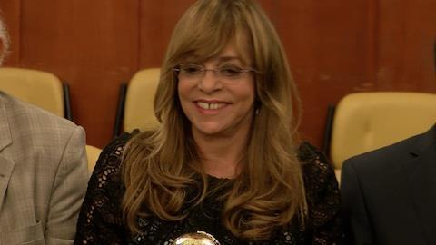 Gl�ria Perez revela que escreve novelas em p�: '� bom pra coluna'