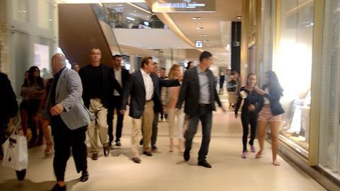 Arnold Schwarzenegger causa tumulto em shopping do RJ