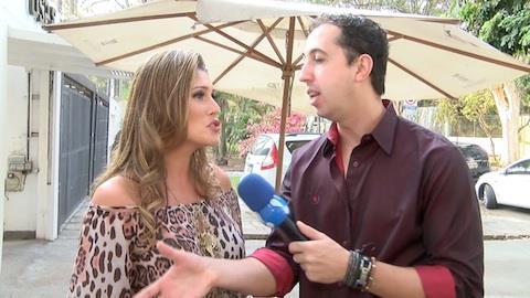 L�via Andrade desfila com carr�o: 'capotei um, tenho que comprar um novo'