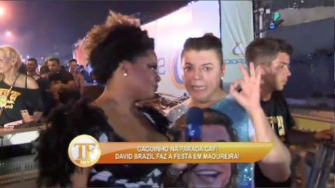 David Brazil faz a festa em parada gay de Madureira