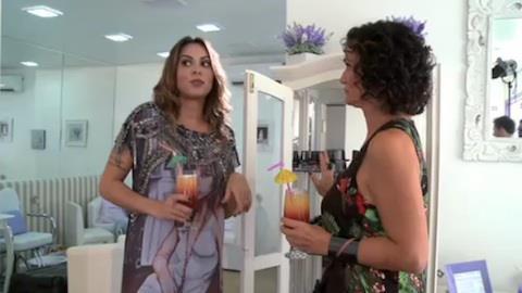 Alinne Rosa confessa que troca o esmalte todos os dias