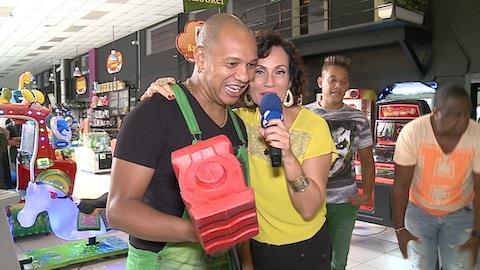 Vocalista do Molejo conta que arranjou confus�o no Jap�o por m�sica (6)